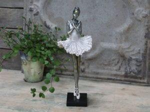 Chic Antique, Ballerina stående