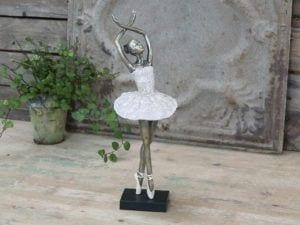 Chic Antique, Ballerina dansende