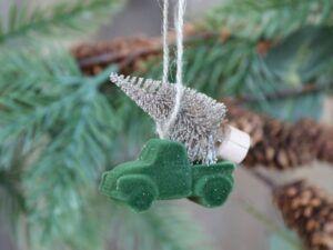 Bil m. juletræ til ophæng velour