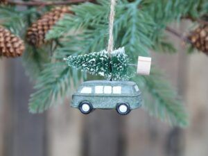 Bil m. juletræ til ophæng