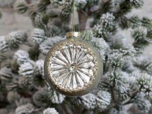 Julekugle med glimmer støvet grøn