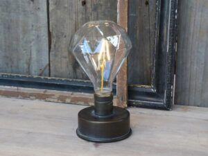 Lampe med diamant pære